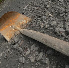 photo of shovel or spade on gravel. Photo: Sascha Hoffman/sxc.hu