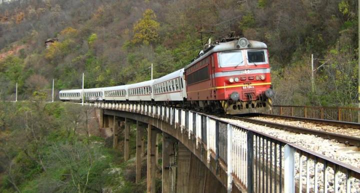 Bulgaria train photo casual14