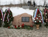 Smolensk_airpot_2010_plane_crash_memorial_stone photo Happa