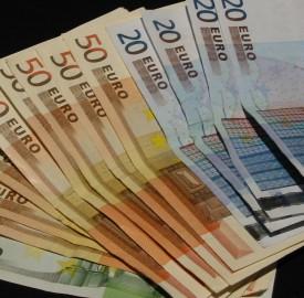 sheaf of euro notes photo Gilles Letar
