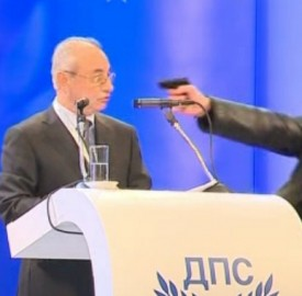 The January 19 incident at the MRF congress made news around the world. The bizarre incident overshadowed the implication for domestic politics - that Dogan, founder and long-time leader of the MRF, handed over the post of party leader to his deputy, Lyutvi Mestan. Screenshot via Bulgarian National Television