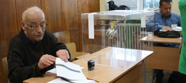 Preparations for Election Day in Sofia on May 12. Photo: Neil Simon via oscepa/flickr.com