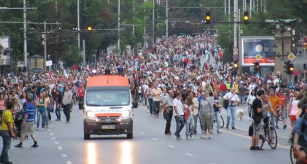 Photo published by Rostislav Pavlov on Facebook after prosecutors claimed that protesters in Sofia impeded ambulances.