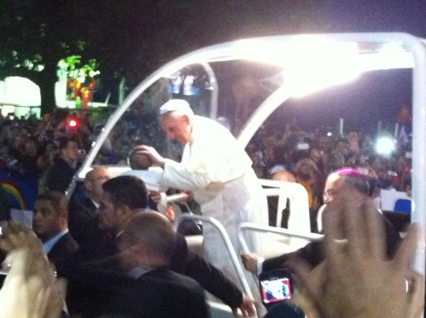 On Copacabana's Avenida Atlantica, families held up their children for blessings by the Pope. VOA Photo: James Brooke