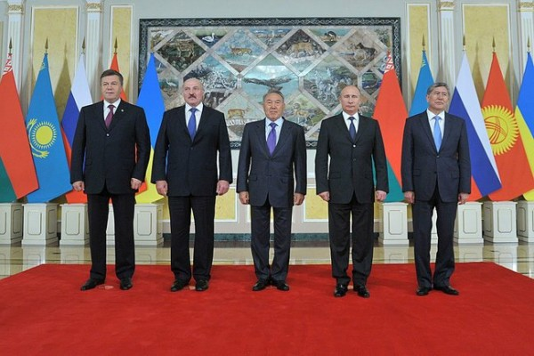 Ukraine has only joined the Customs Union as an observer. Left to right: presidents Viktor Yanukovich (Ukraine), Alexander Lukashenka (Belarus), Nursultan Nazarbaev (Kazakhstan), Vladimir Putin (Russia) and Almazbek Atambaev (Kyrgyzstan) at an informal meeting of the Eurasia Economic Council in May. Photo: kremlin.ru