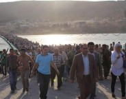 Thousands of people flowed from Syria across the Peshkhabour border crossing into Iraq's Dohuk Governorate. Photo: UNHCR/G. Gubaeva