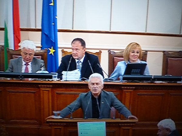 Hristo Biserov, seated left, as deputy speaker of the 42nd National Assembly. Next to Biserov are socialist Speaker of Parliament Mihail Mihov and BSP MP and deputy speaker Maya Manolova, with Ataka leader Volen Siderov at the podium