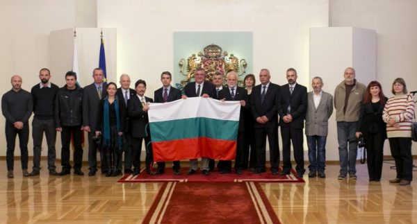 Group photo of Bulgaria's 2013 Antarctic mission, with President Rossen Plevneliev. Photo: president.bg