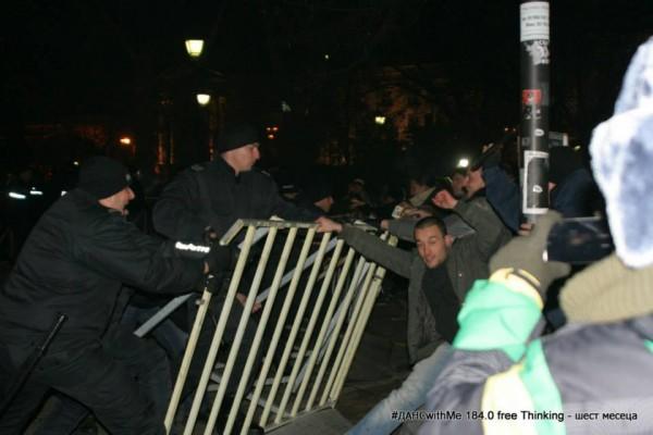 protest barricades parliament noresharski