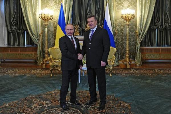 yanukovch putin shaking hands kremlin ru