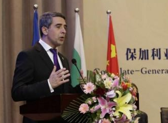 plevneliev in shanghai china-crop