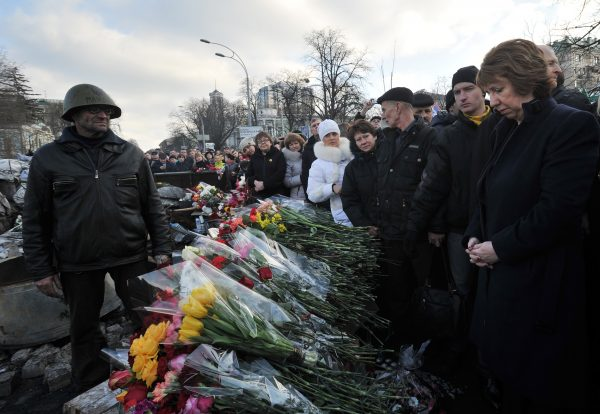 EU foreign policy chief Catherine Ashton lays flowers at a barricade in Kyiv, February 24 2014. Photo: EC Audiovisual Service.