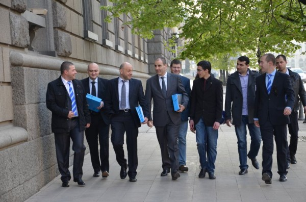 GERB's delegation arrives to lodge application documents for the 2014 European Parliament elections.  Photo: gerb.bg