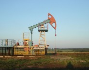 1280px-Oil_pump_Bashneft photo Acodered