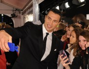 Wladimir Klitschko poses for selfies at an event in Berlin in November 2013. Photo: Hubert Burda Media/flickr.com