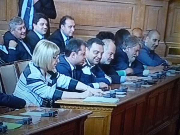 GERB frontbenchers ahead of the vote on the resignation of the cabinet.