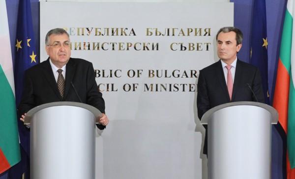 Caretaker PM Georgi Bliznashki, left, with outgoing prime minister Plamen Oresharski during the handover ceremony on August 6 2014. Photo: government.bg
