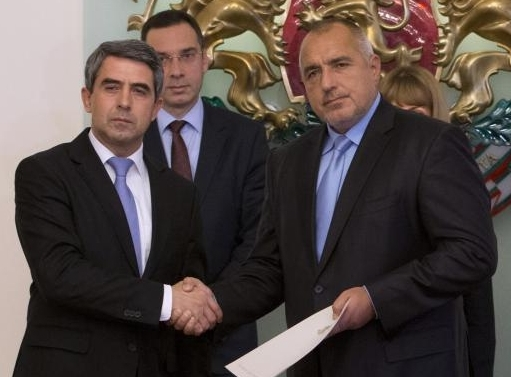President Plevneliev hands Boiko Borissov a mandate to seek to form a government, November 5 2014.