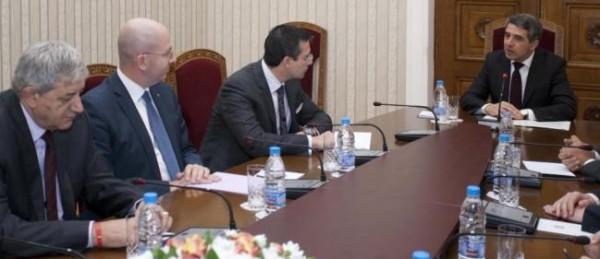 Bulgarian President Rossen Plevneliev, right, meets representatives of BWC - now calling itself 'Bulgarian Democratic Centre' on November 3. Photo: president.bg