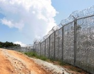 The big-ticket border fence at the Bulgarian-Turkish border was completed. With the fence, intended to keep out illegal migrants, covering only a part of the border, people simply went around it.