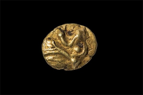 Throughout the archaeological season, Bulgaria continued to yield its treasures from antiquity, such as one of the oldest gold coins ever found, by a diver in the Black Sea. It seemed a more serious discoveries than the seemingly never-ending procession of 'vampires' lurking beneath Bulgarian soil.