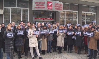 Staff of public broadcaster Bulgarian National Television demonstrate solidarity with Charlie Hebdo colleagues. Photo: BNT