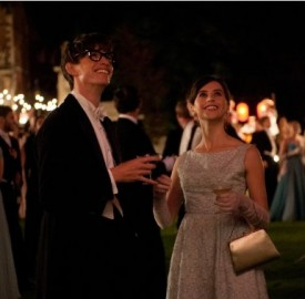 Still of Felicity Jones and Eddie Redmayne in The Theory of Everything. Photo by Liam Daniel - © UNIVERSAL PICTURES INTERNATIONAL
