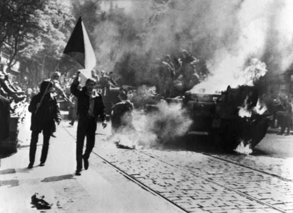 Barricades and Soviet tanks on fire. Photo: National Archives