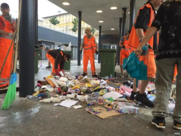 Workers cleaning up Budapest's Keleti station after Hungary started bussing migrants to the Austrian border. Photo: Luis Ramirez VOA