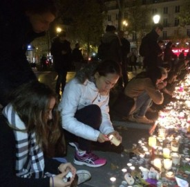 People pay homage to terror attack victims at the Place de la Republique square in Paris France after panic spread about another possible attack, November15 2015. Photo: D. Schearf / VOA