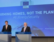 Maroš Šefčovič, left, and Miguel Arias Cañete, presented the European Commission's energy security package on February 16 2016. Photo: EC audiovisual service