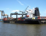 container-ship-1240170-640x480 photo Sam LeVan freeimages com