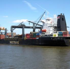 container-ship-1240170-640x480 photo Sam LeVan freeimages com