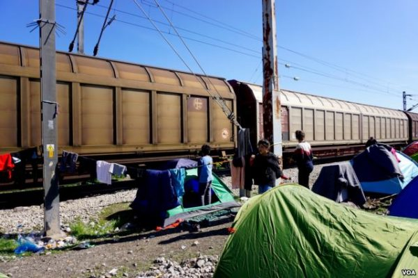 In the past few days, tents have gone up close to passing cargo trains in Idomeni, Greece, near the Macedonia border. (Jamie Dettmer for VOA)