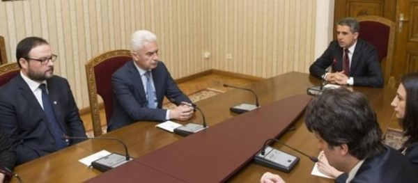 Ataka's Dessislav Chukolov and Volen Siderov at February 29 2016 talks with President Rossen Plevneliev