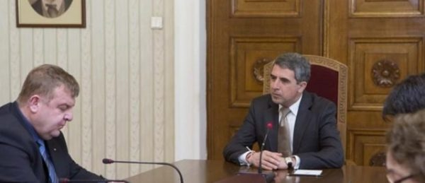 Krassimir Karakachanov, left, with President Plevneliev during the head of state's meeting with the Patriotic Front group.