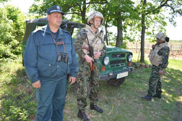 Bulgarian Border Police and military