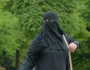 Woman_wearing_burqa Hans Braxmeier-crop