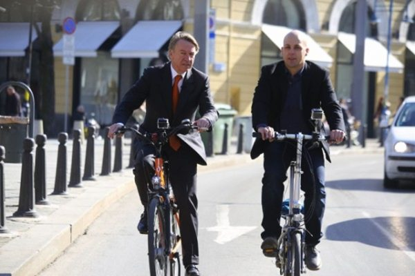 Dutch ambassador Tom van Oorschot, left. Photo bTV