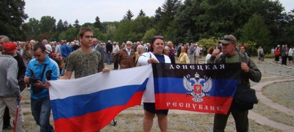flags-of-russia-and-donetsk-at-bsp-communist-commemoration-september-9-2015