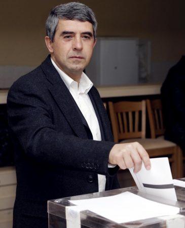 bulgarian-president-rossen-plevneliev-votes-november-6-2016