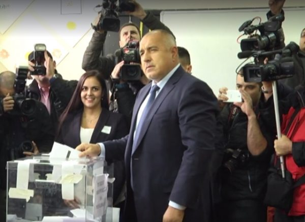 Borissov casts his ballot on November 13. He had bet his government on the outcome of the vote. He has lost.