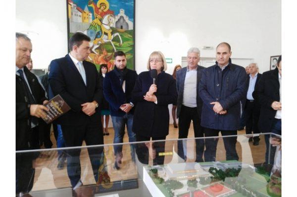 GERB presidential candidate Tsetska Tsacheva on the campaign trail in Petrich on November 2.