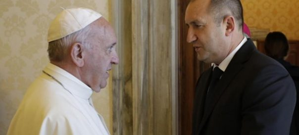 Bulgarian President Radev discusses migration issues, people-trafficking, with Pope Francis